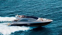 Superyacht Schaefer 800 at full speed
